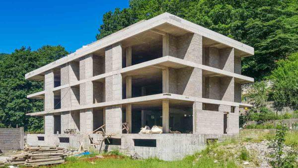 Жилой дом и гостиница из бетона и блока в Лазаревском (п. Мамедка)